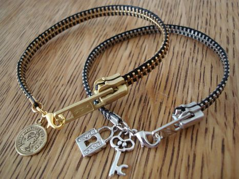 DIY zipper bracelet?! This is really cool!