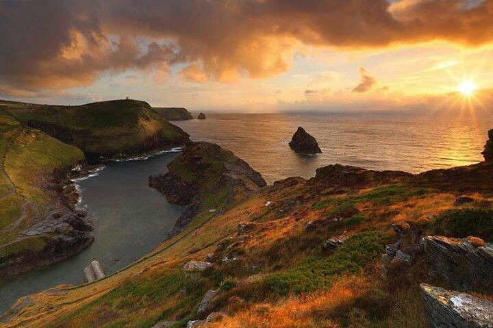 Fabulous Boscastle sunset by Gary King Photography. Just down the coast from us #north #Cornwall UK