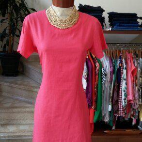 Hermoso vestido de lino en color coral para estos días de verano.