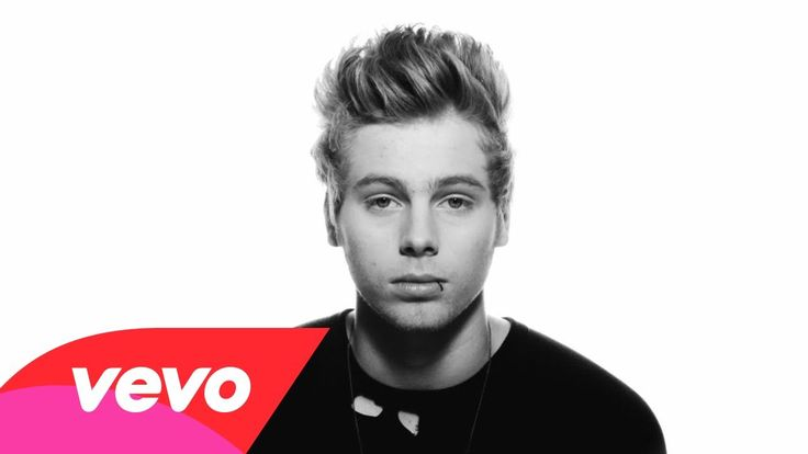 5 Seconds Of Summer - Amnesia (Lyric video)/ Okay the end killed me. Just throw me off a cliff and set me on fire omg!!!
