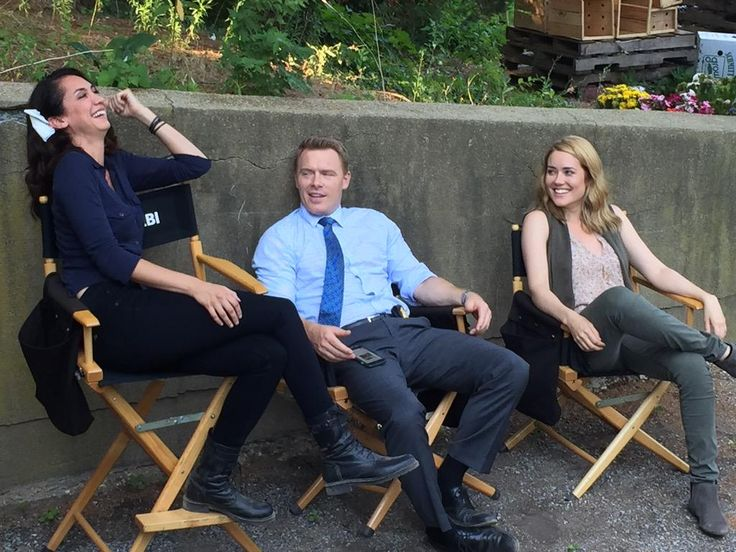 Mozhan Marno, Diego Klattenhoff and Megan Boone - behind the scenes - The Blacklist