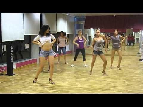 Taller de Estilo de Chica - BACHATA- con Elisa García - YouTube