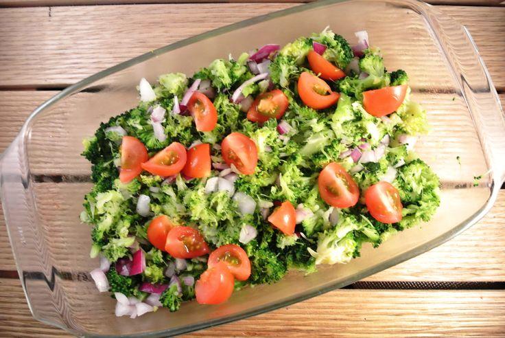 broccoli met ui en tomaat