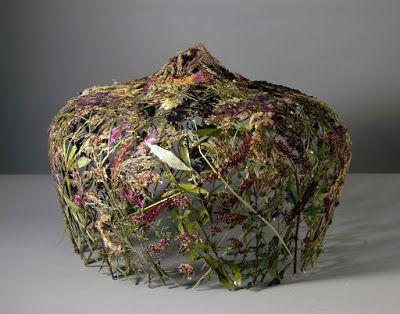 Ultimissime dall'orto: tra #erbario e #scultura, le installazioni floreali di #IgnacioCanalesArasil #art #herbarium #sculpture #flowers