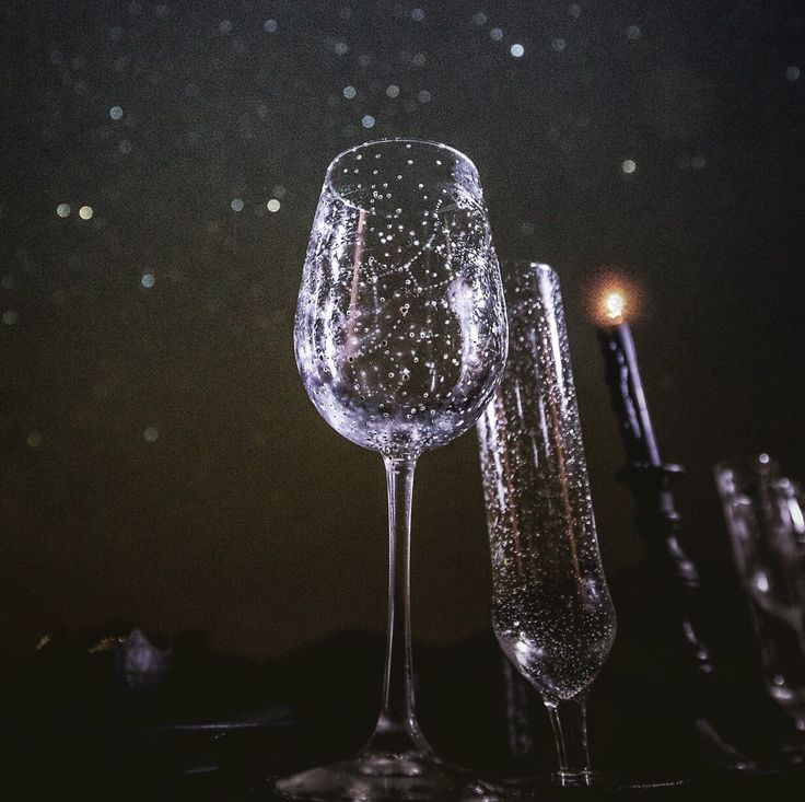 Really cool constellation wine glasses for your Starry Night Themed Wedding // photo by Dragon Photo Studio