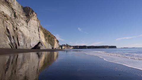 White Cliffs of Mokau, Taranaki, NZ. Photo by Rob Tucker
