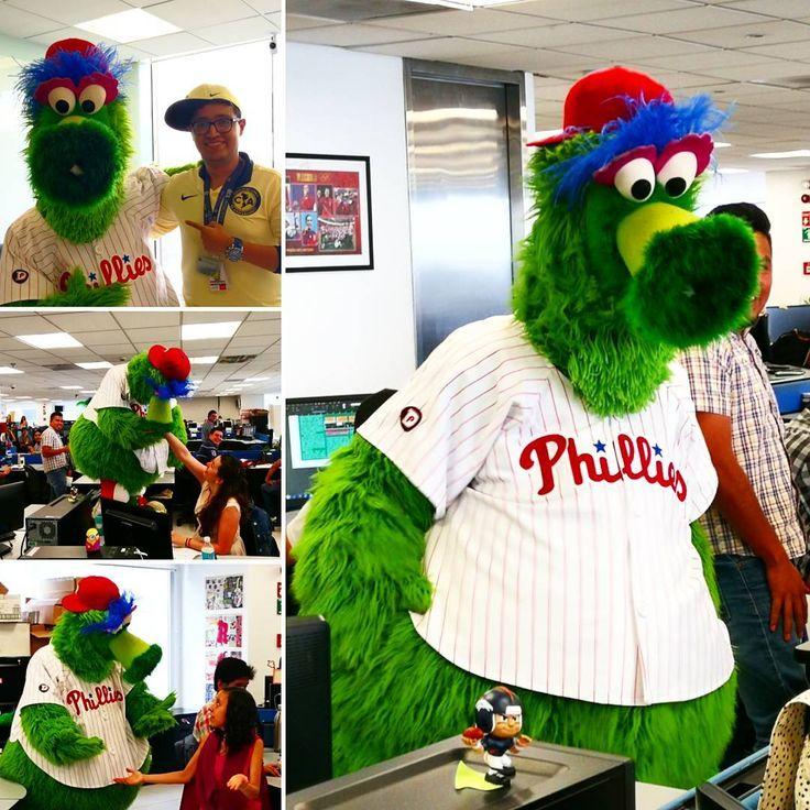 Hoy vino a visitarnos alguien a la redacción  #RÉCORD #MLB #PHILLIES #PhilliePhanatic