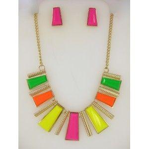 Set de collar y aretes dorados con detalles en diferentes tonos neón estilo 30173