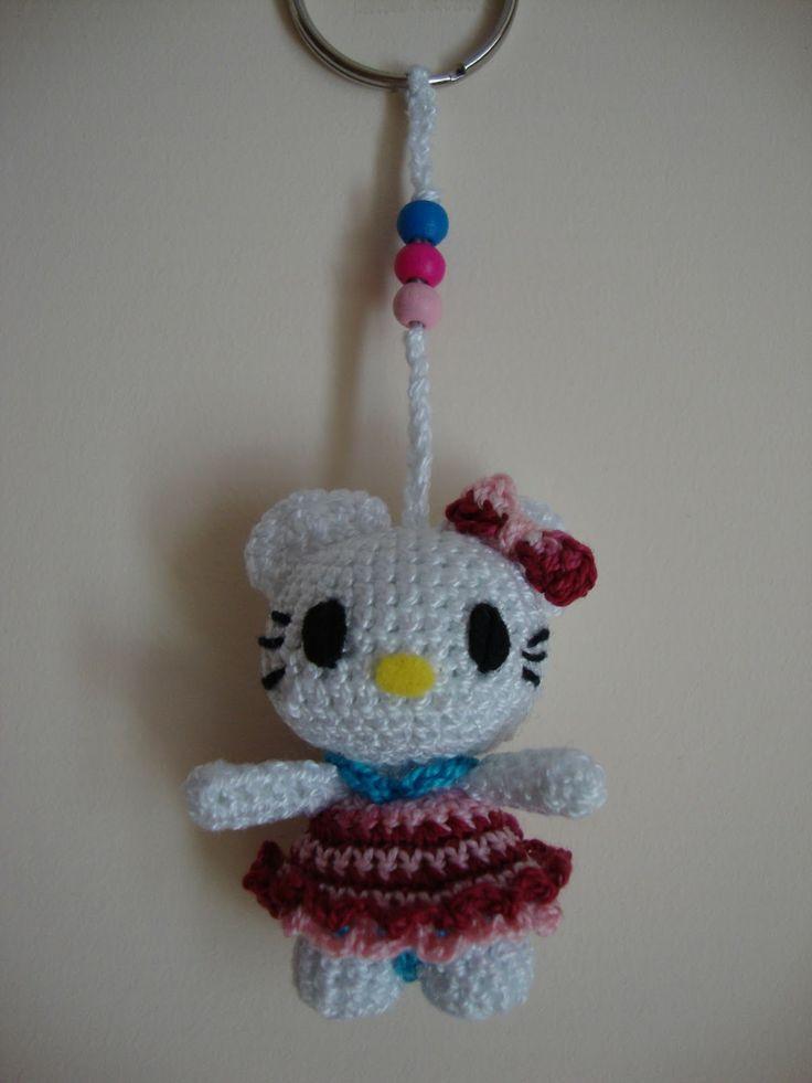 Hello Kitty Mini Amigurumi ~ Patrón Gratis en Español click aquí: http://creacionesbatiburrillo.blogspot.com.es/2013/07/hello-kitty-mini-amigurimi.html