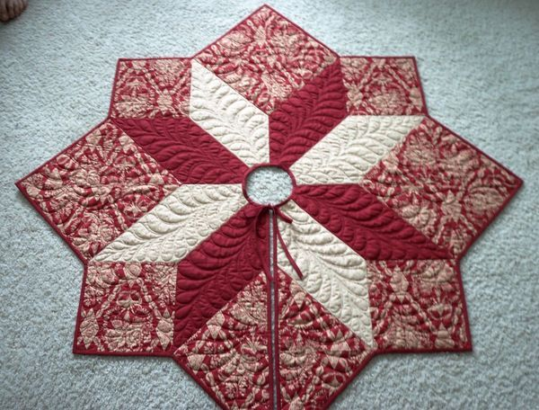 CHRISTMAS TREE SKIRT IDEA - make larger for area rug in TV room.