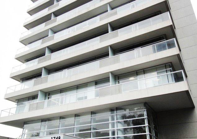 A localização é #privilegiada: o prédio fica na Avenida #Berrini, próximo ao #Shopping #D&D, Hotel #Hilton, #PonteEstaiada e a 150m dos Estúdios #Globo!