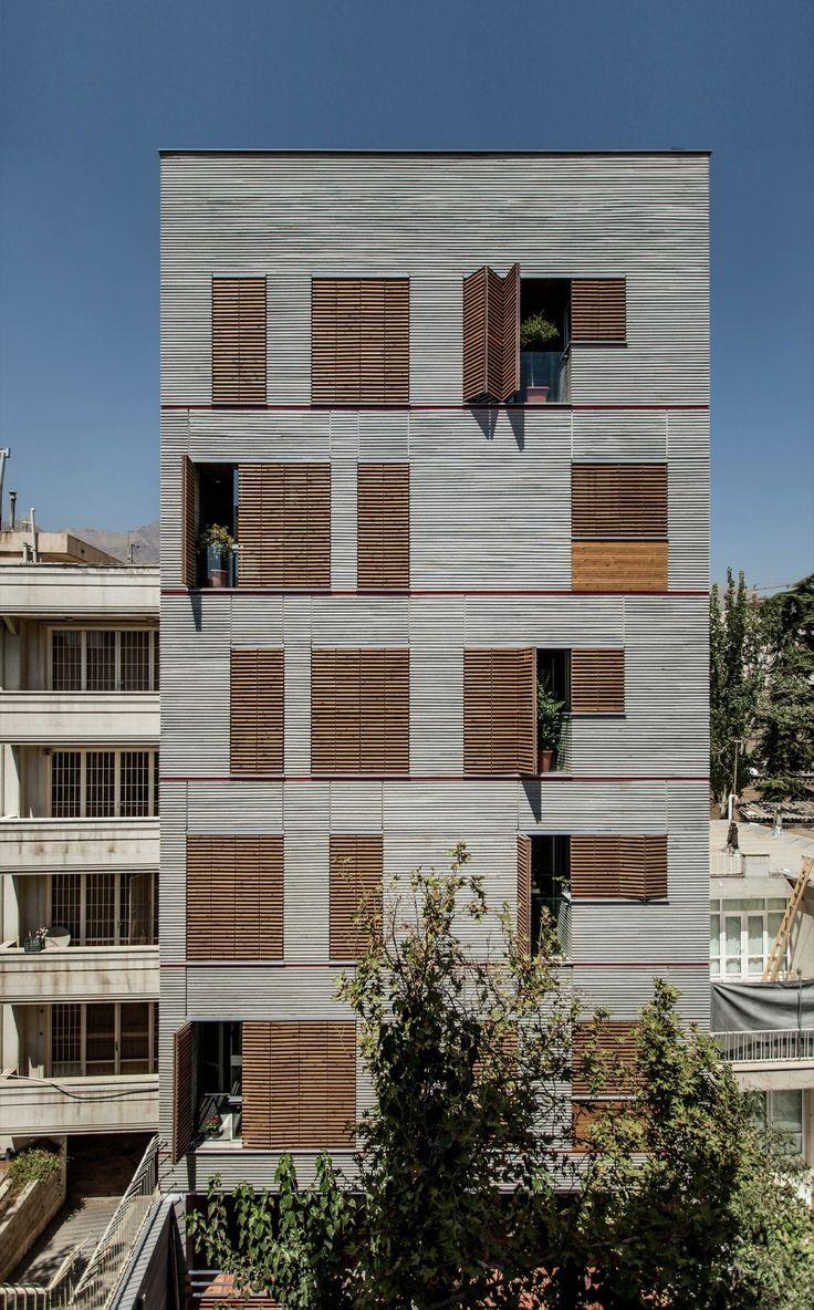 Construido en 2015 en Tehran, Irán. Imagenes por Farshid Nasrabadi. El edificio…
