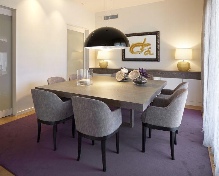 Molins Interiors // arquitectura interior - interiorismo - decoración - comedor - mesa - iluminación - lámpara - violeta