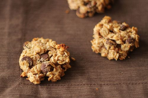 Oatmeal Chocolate Chip Cookies Recipe. Made with old-fashioned oats, almond meal, coconut oil, and banana.