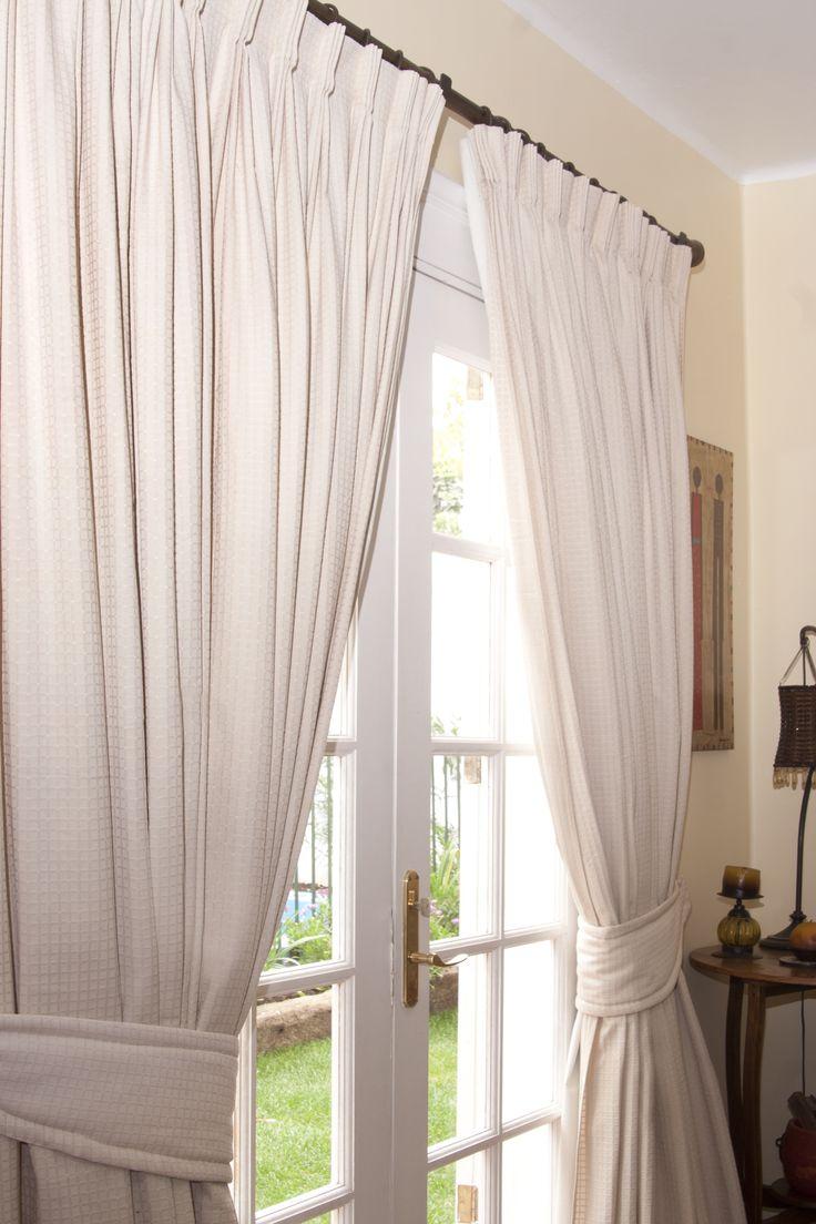 cortina tradicional montada en barra fierro con argollas