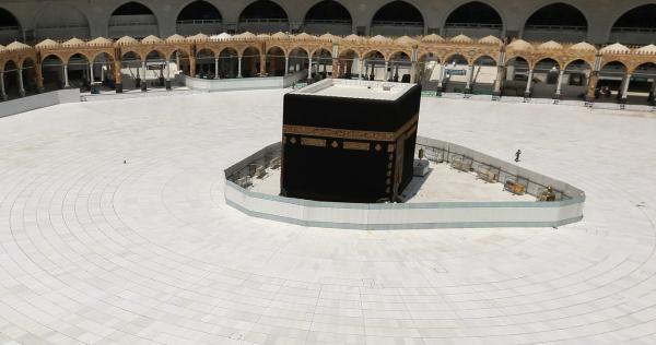 أكبر دولة إسلامية في العالم ت فاجئ السعودية بشأن موسم الحج Pilgrimage To Mecca Mecca Eid Prayer