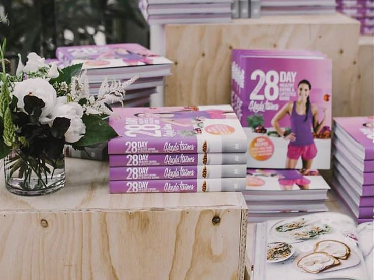 Kayla Itsines 28 Days Healthy Eating and Lifestyle Guide #review #recipebook