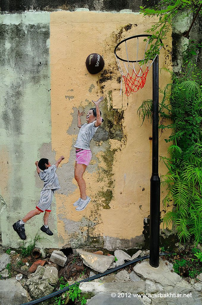 by Ernest Zacharevic - Malaysia http://restreet.altervista.org/ernest-zacharevic-street-artist-che-unisce-reale-e-irreale/
