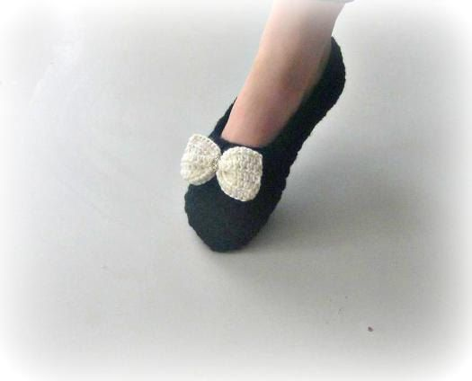Crochet Slilppers in Black with Ivory bow, house shoes, Womens slippers, Spa Slippers