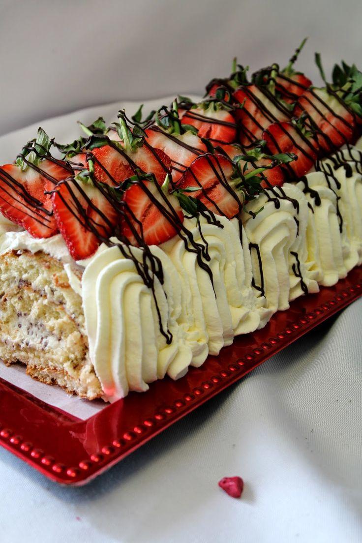 Kakkuviikarin vispailuja!: Marianne-kääretorttu mansikoilla