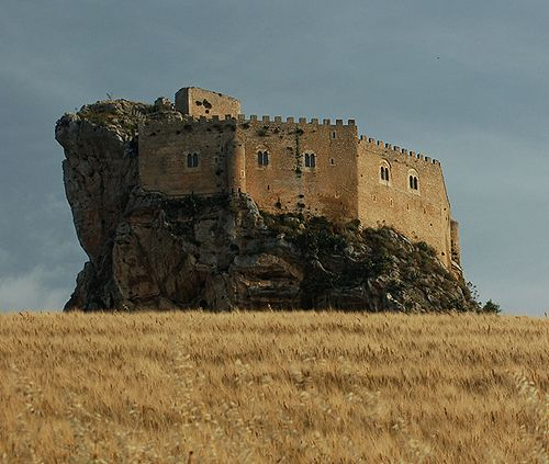 Castello Mafredonico, Mussomeli (Mussumeli in Sicilian), Caltanissetta, Sicily, Italy...     http://www.castlesandmanorhouses.com/photos.htm  ...     The Chiaramonte Castle (or Castello Mafredonico), was built in 1370 in the Norman-Gothic style. It stands on a high crag at 778 metres, 2 km outside the town.   It has halls, dungeons and torture cells, and a chapel with a alabaster depicting the Madonna dell Catena (1516).