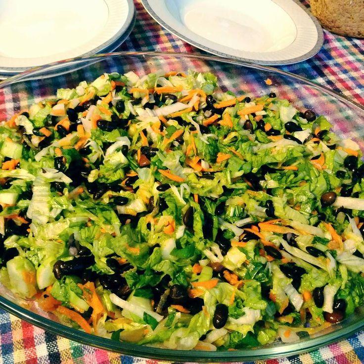 En güzel mutfak paylaşımları için kanalımıza abone olunuz. http://www.kadinika.com Siyah fasulyeli bol yeşillikli salatamız.. #siyahfasulye#yeşillik#lezzet#mutfak#mutfakgram#instalike#instafood#likes#like4like