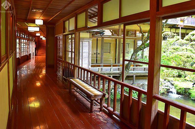 向瀧・中庭を望む渡り廊下