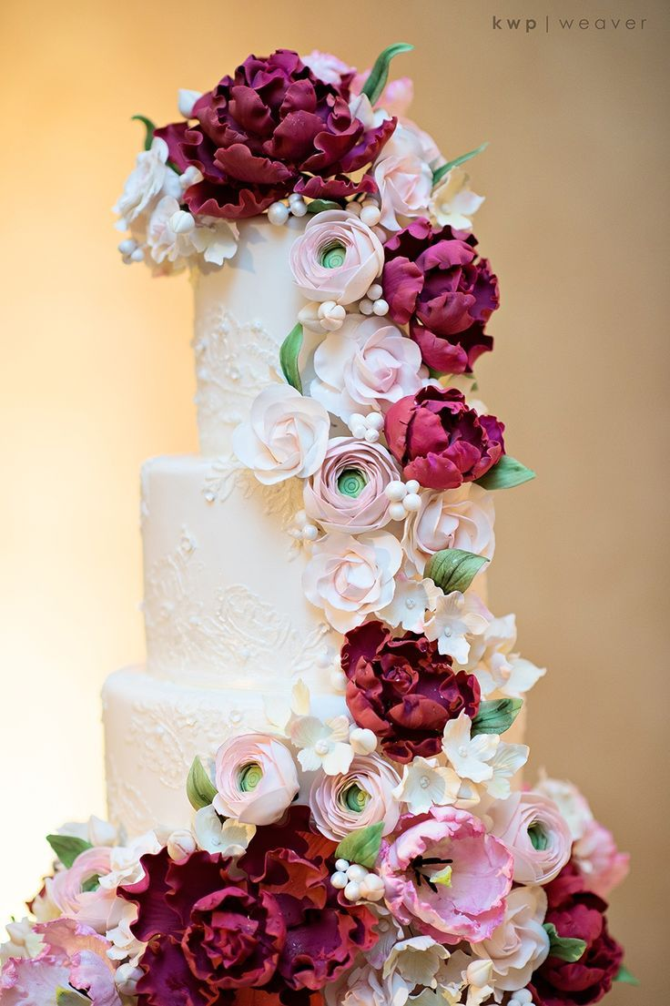 Kristen Weaver Photography | The Sugar Suite wedding cake by Jennyfer Mancino > http://boards.styleunveiled.com/pin/003fd8188c1a5913a61bba3db2c670e8