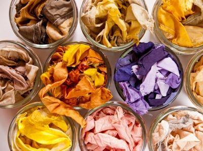 Il fut un temps, avant l'apparition des colorants industriels ou de synthèse, ou les seuls colorants disponibles étaient naturels, d'origine animale, minérale ou végétale. Aujourd'hui encore, on peut utiliser les feuilles, les racines ou les écorces de certaines plantes tinctoriales pour f…