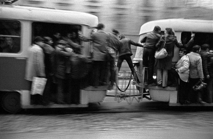 Eugene de Salignac. Bucarest, Romania in 1988 : Intreprinderea de Transport Bucuresti, 1988 Senzatii tari sau transport gratuit ultrarapid cu ITB, generator de raceli in anotimpul rece, in Bucurestii anilor '80.