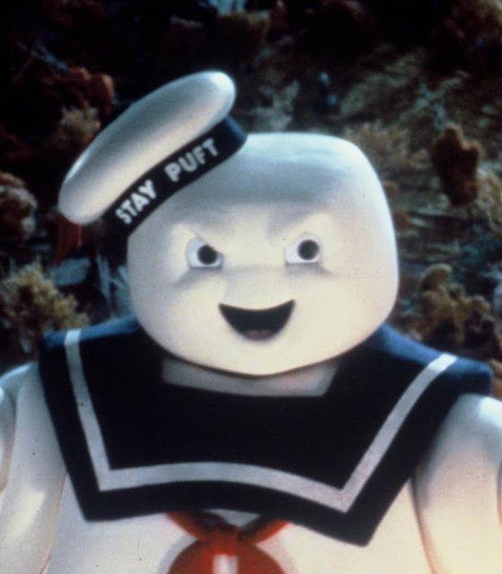El hombre de malvavisco (Stay Puft Marshmallow Man) costó aproximadamente 20.000 dólares y fue totalmente destruído durante el rodaje.