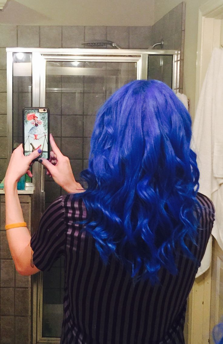 Photographing your own hair is a pain in the ass!!! Manic Panic Vegan in Rockabilly Blue. Using the Paul Mitchell wand.