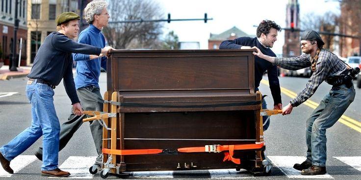 Cu toti avem obiecte dragi, la care tinem si de care ne ingrijim. Simple Trans, orientandu-se catre nevoile clientilor, si-a extins aria serviciilor si asupra procesului de mutari pianine, transport pianine si transport pian. Credem ca desi este un obiect voluminos, transportul de pian sau transport pianine poate fi usor si nu implica pericole.