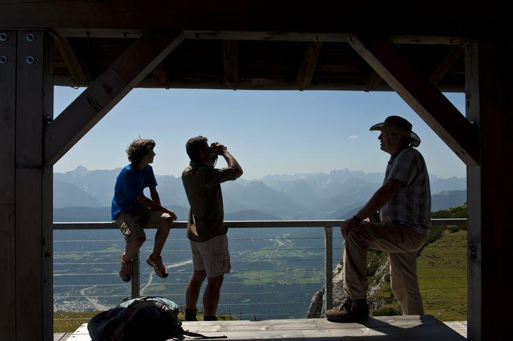 Die Rangerprogramme sind immer sehr interessant im Naturpark Dobratsch. Und der Blick nach Italien und Slowenien ein Traum.