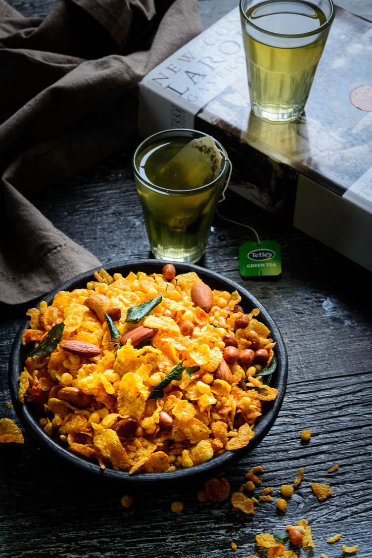 Cornflakes Namkeen Mixture or corn chivda is an addictive munch-on dish that no festival can do without. It is the perfect companion to a warm glass of tea.