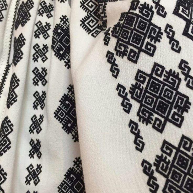 IaAidoma. Romanian blouse detail.