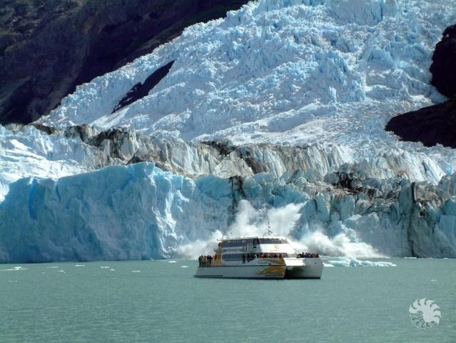 Navegación en El Calafate, glaciar Perito Moreno,Patagonia Argentina.