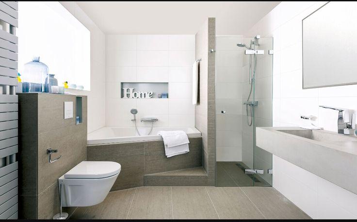 is een hoekbad ruimer? handig zo met douchen?