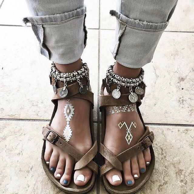 """Birkenstocks, flash tats and anklets - Fashion HomeDecor Lifestyle (@bohhosoul) on Instagram: """"Loving this ❤️ . . Follow @bohhosoul #bohhosoul for more  All credits to respective owner(s)…"""" #sandalschic"""