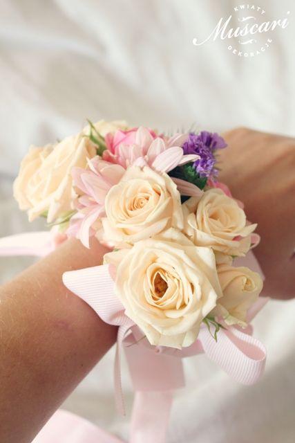 pastelowa bransoletka kwiatowa na ślub