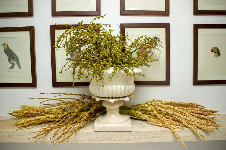 Nem todos gostam de flores para a decoração, nesse caso, para atender ao desejo da cliente, optei por sementes e cachos de palmeiras nativas, coco e açaí.