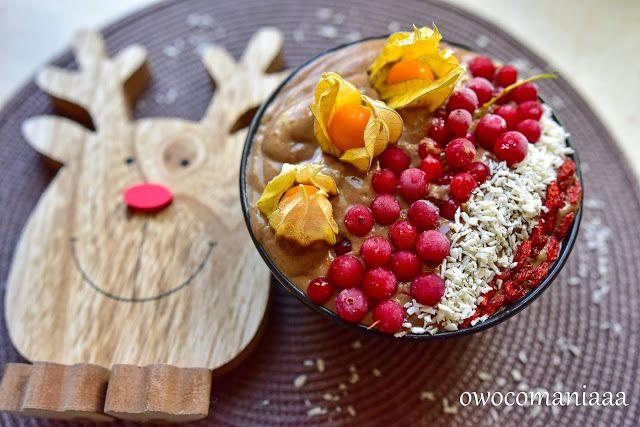 Świąteczna micha pełna gęstego koktajlu czyli czekoladowe smoothiebowl