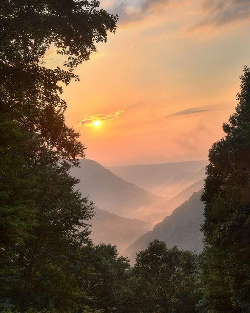 'Almost heaven, West Virginia, Blue Ridge mountains, Shenendoah River...'