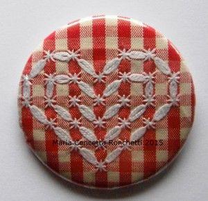 Broderie suisse, ricamo svizzero in stile italiano, cuore su spilla broderie…