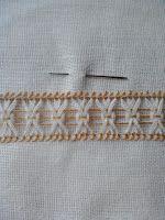 Bainha Aberta, Vainica, Sfilature... entre outros nomes. Não é considerado um bordado e sim costura a mão.