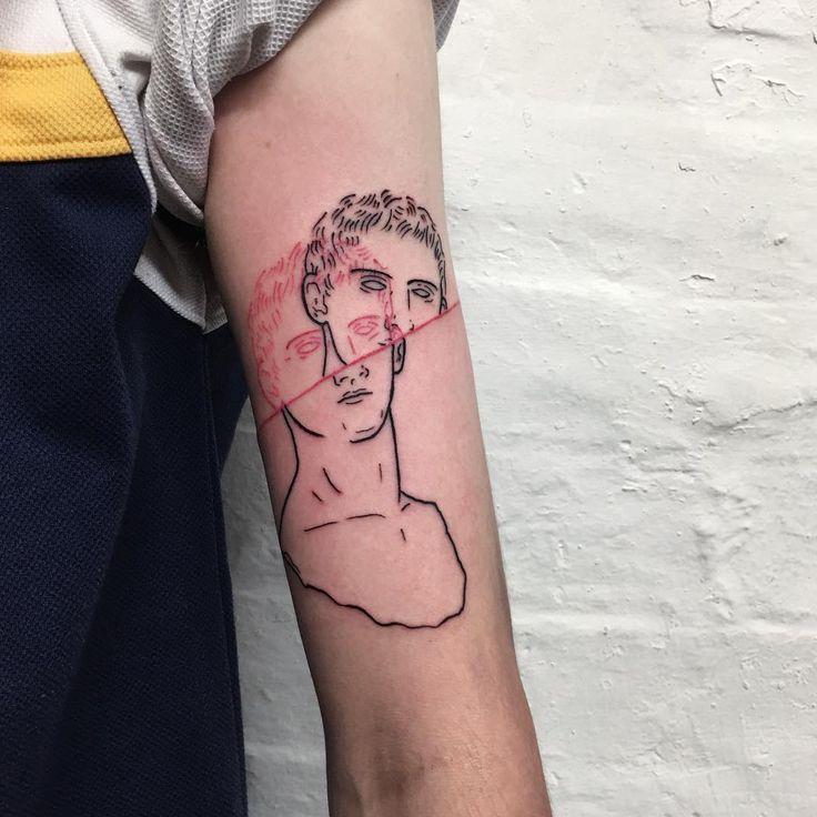 Los tatuajes a línea de Adam Traves, akaDisinhibition,en los que representa esculturas clásicas, bustos y torsos que se desdoblan o se fragmentan dando como resultado unas piezas preciosas.
