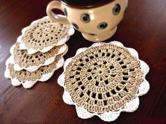 Pueden servir como piso para platos pequeños con bocaditos...tambien para evitar las manchas redondas en las mesas de madera, para diferen...