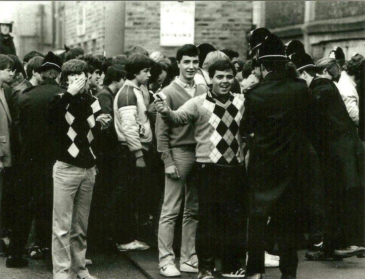 Real 80s football casuals… golf wear and faded jeans to the fore