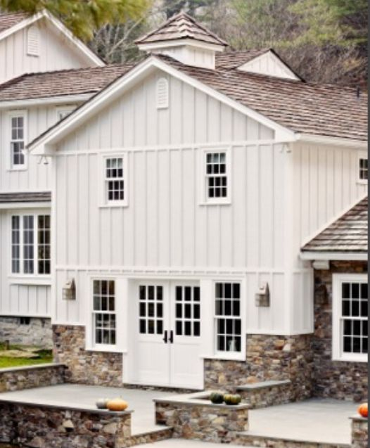 Best 25 vertical vinyl siding ideas on pinterest for Farmhouse style siding
