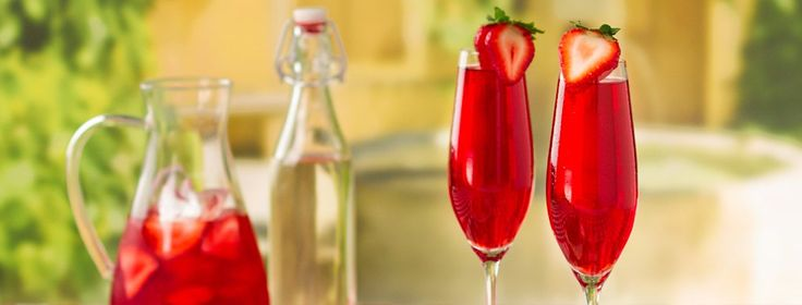 The Perfect Strawberry Mimosa - Steep Thoughts
